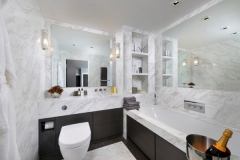 White marble bathroom in Bianco Floe